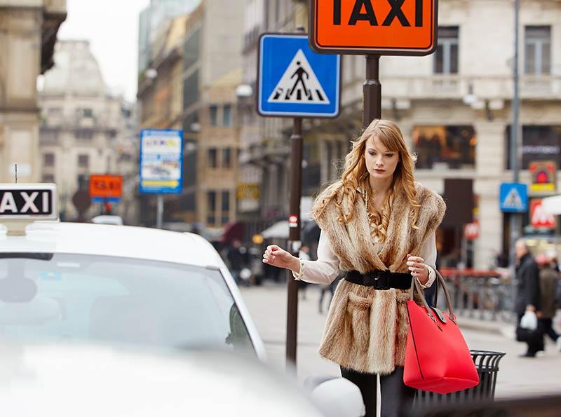 http://www.phaseone.com/en/Camera-Systems/IQ-Series/IQ-In-action.aspx?openpopup=yes&url=https://www.youtube.com/watch?v=WwaMNxecnzM&utm_source=Apsis&utm_medium=HW_CSL&utm_campaign=DLC_Milano